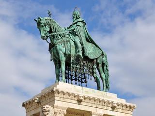statue vom heiligen stephan in budapest