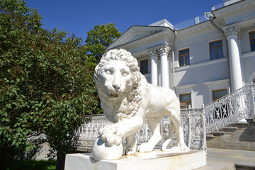 Sculpture of the lion at the Yelagin palace