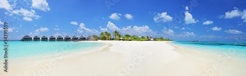 Leinwanddruck Bild Panorama shot of a tropical islandl, Maldives on a sunny day