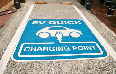 電気自動車の充電ポイントの駐車スペース