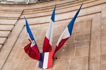 drapeaux entrée archives nationales de paris