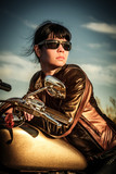 Motocyklistka, dziewczyna na motocyklu