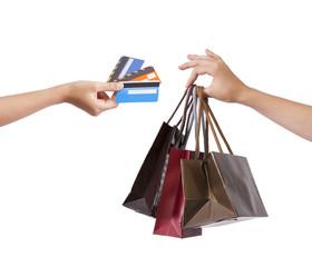 manos con bolsas y tarjetas de crédito