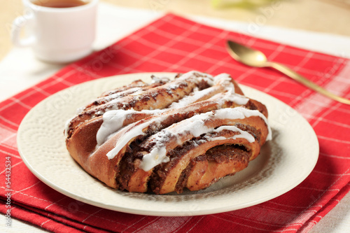 Cinnamon-walnut roll