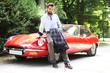attraktiver Mann mit Sportwagen