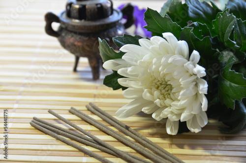 線香 と 菊