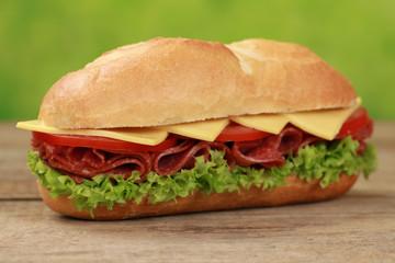 Sub Sandwich belegt mit Salami