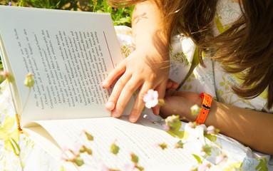 leggendo il libro