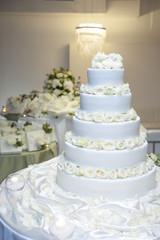 torta bianca grande