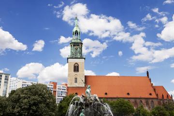 St. Mary's Church (Marienkirche) & Neptune Fountain (Neptunbrunn