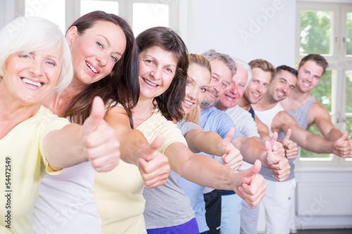 glückliche sportgruppe - 54472549