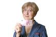 Seniorin mit 10 Euro Schein