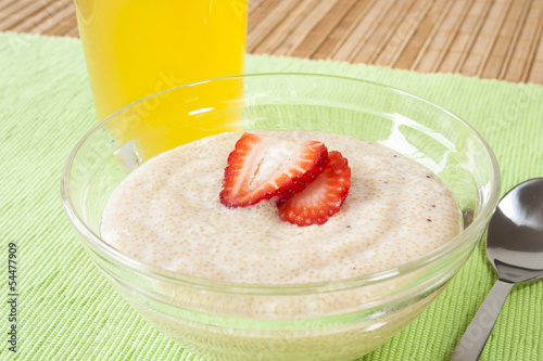 Amaranth and Yogurt with Orange Juice