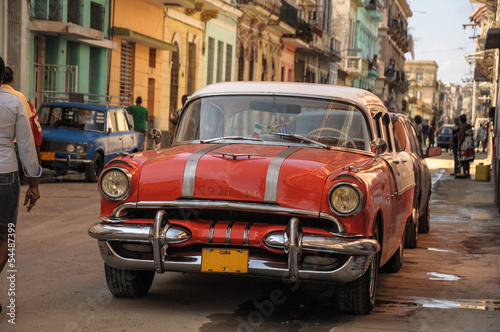 old car on street in Havana - 54487399