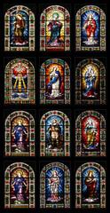 12 Kirchenfenster in der Kirche Nuestra Senora de la Concepcion