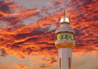 Spectacular cloud & beautiful Al Fateh Mosque Minaret at sunset