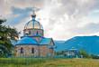 Красивый каменный храм в горной местности