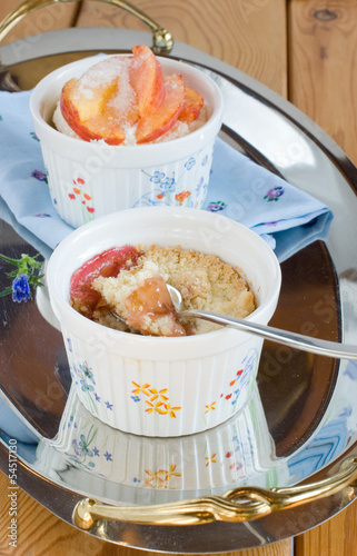 Crumble with peaches