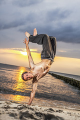 Workout / Handstand am Strand