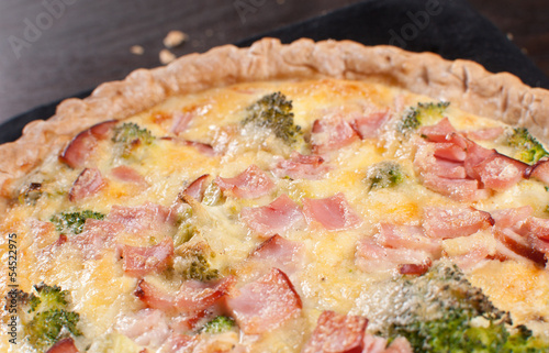 Baked quiche with bread crumbs