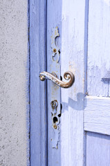 Türklinke einer blauen Tür