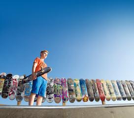 Skateboarder auf Halfpipe
