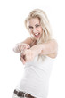 Freches kesses witziges junges Mädchen isoliert in Weiß