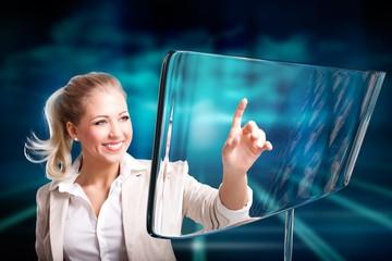 Geschäftsfrau mit Glasdisplay