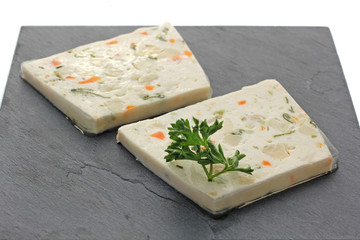 2 tranches de terrine de poisson
