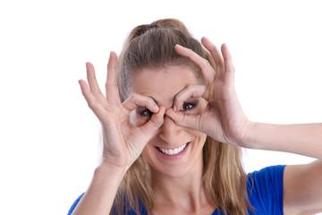 Junge Frau mit Brille isoliert hat den Durchblick