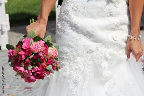 wedding flower bouquet red rose white green II