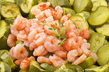 Zucchini and shrimps with thyme leaves