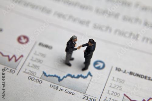 Konzept Börse und Geldanlage mit Aktienchart und Figur