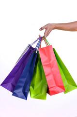 mano de hombre sujetando bolsas de compra