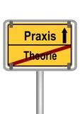 Ortsschild Theorie vs Praxis