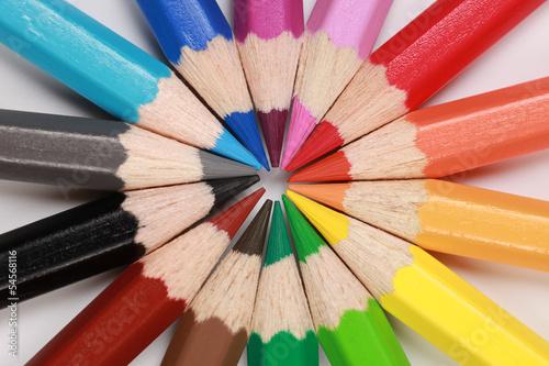 Konzeptbild Ziel aus Buntstiften