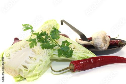Spitzkohl mit Petersilie und Knoblauch