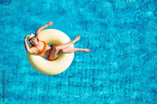 Relaxen im Pool - 54577952