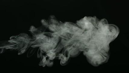 Дым на тёмном фоне