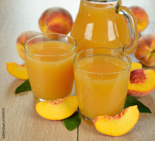 Fresh juice from peaches