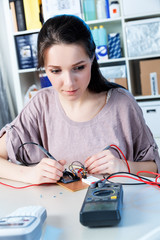 student measures the current using a tester