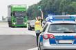 Leinwanddruck Bild - Fahrzeugkontrolle der Polizei