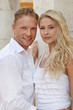 Junges schönes Paar auf Hochzeitsreise - europäisch, blond