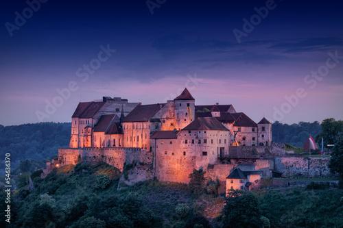 canvas print picture Burg Burghausen bei Nacht