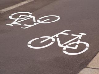 Straßenmakierung Radweg
