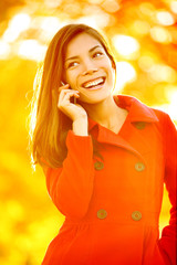Smartphone Autumn woman talking on mobile phone