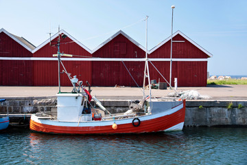 Kleines, rotes Fischerboot