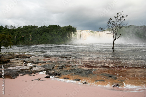 Leinwandbild Motiv Hacha Waterfall in Canaima Lagoon, Venezuela