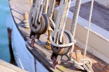 Taue an altem Segelboot