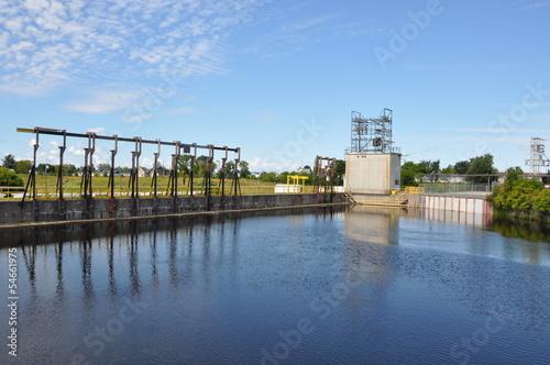 Foto Spatwand Kanaal Water treatment plant